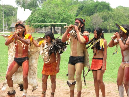 Young men and women of the Umutina people